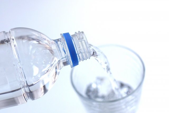 ミネラルウォーター 水
